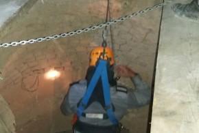 سقوط یک نفر در چاه ۲۰ متری و نجات از مرگ