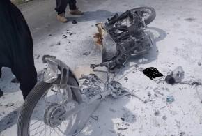 برخورد موتور سیکلت با وانت پیکان حادثه آفرید